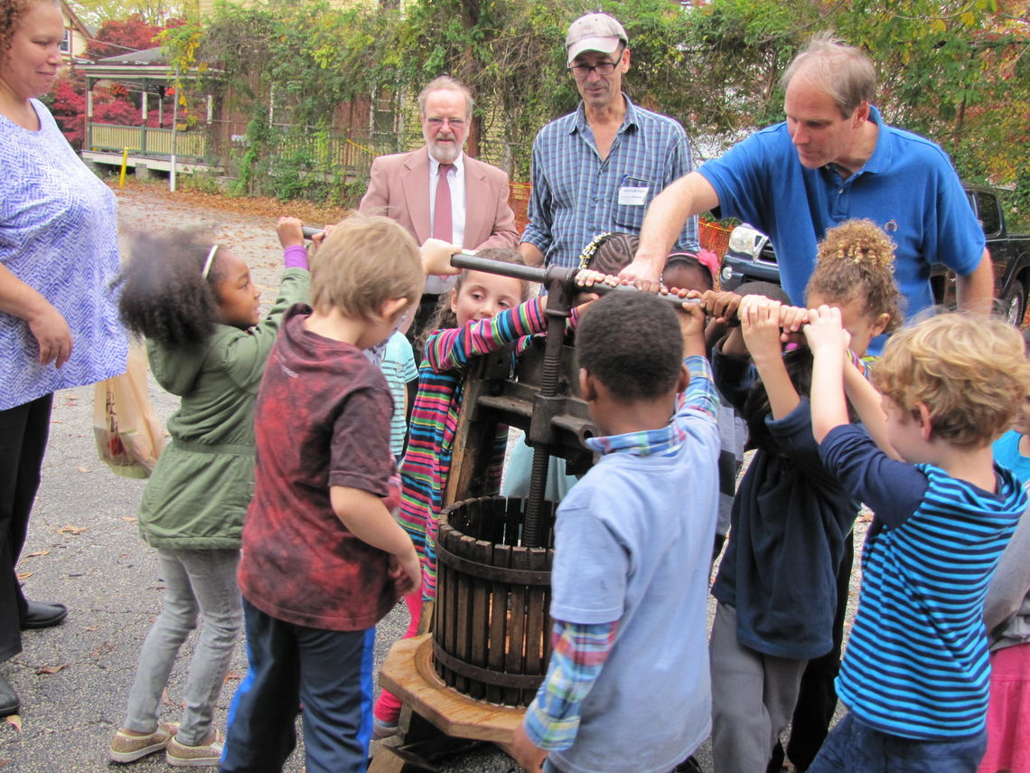 Kindergarten cider press 2016